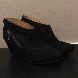 Chinese Laundry black suede wedges